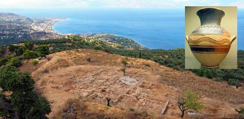 Blick über die untere Terrasse von Aigeira und den Korinthischen Golf (Peloponnes, Griechenland)