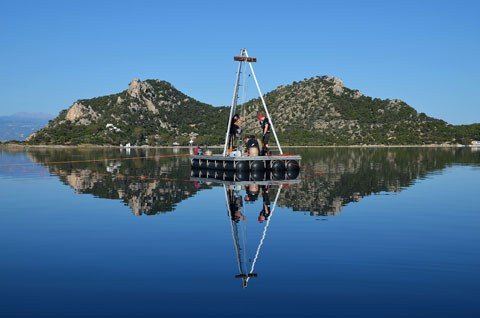 Die Bohrplattform im Vouliagmeni-See (Foto: Unkel)